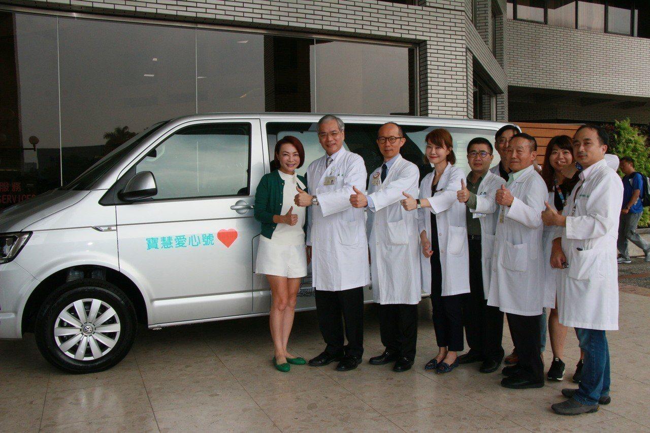 新的巡迴檢修車「寶慧愛心號」預計於12月2日啟用,到新竹幫身障者檢修輪椅、輔具,...