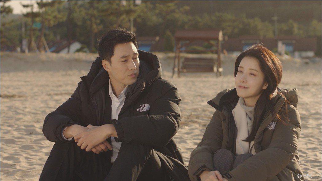 蘇志燮(左)演出「我身後的陶斯」受到粉絲討論。圖/KKTV提供