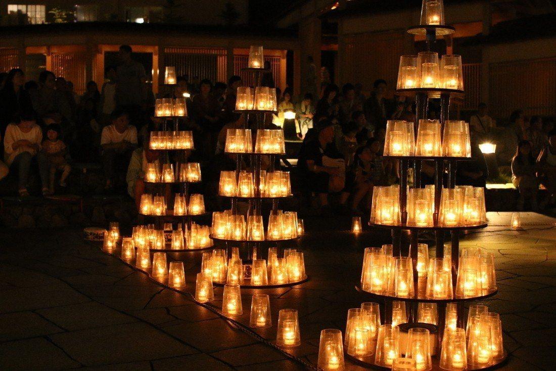 「湯畑Candle–夢之燈光」溫泉熱氣與燈光相互交織。圖/樂天旅遊提供