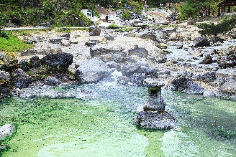 「西之河原公園」的免費露天風呂廣受旅客好評。圖/樂天旅遊提供