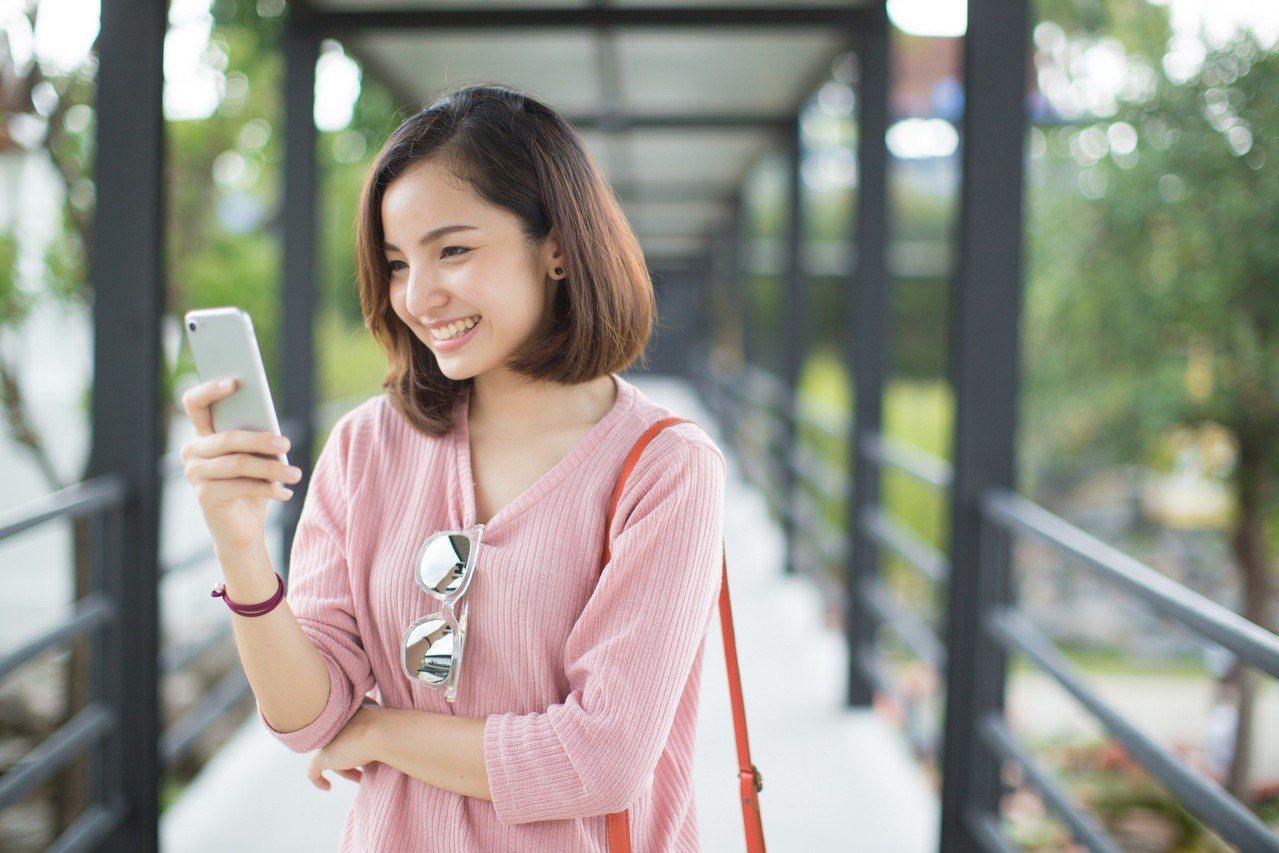台灣之星今年雙11首發好康祭出iPhone 6s Plus全通路限時閃殺。圖/台...
