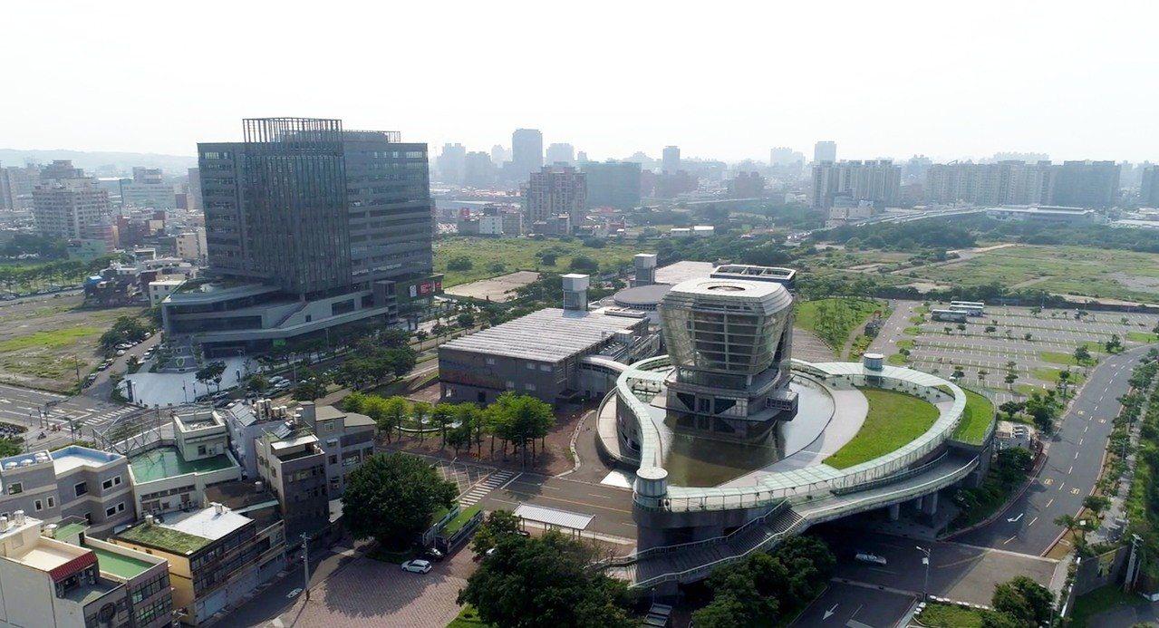 新竹公道五週邊發展蓬勃,嶄新商辦大樓林立。圖/讀者提供