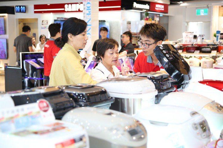 全國電子雙11搭配全館破盤價活動強力出招,結合線上搶購的便利性及實體購物的足感心...