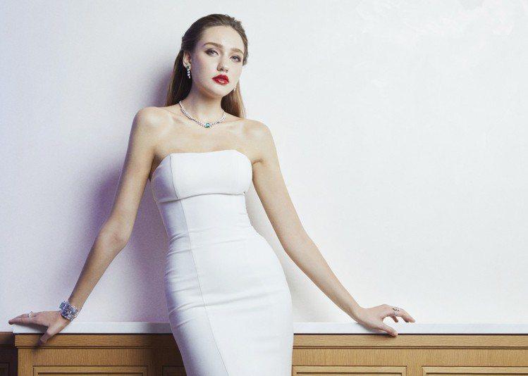 女模演繹Limelight Secrets & Lights系列項鍊約1,500...