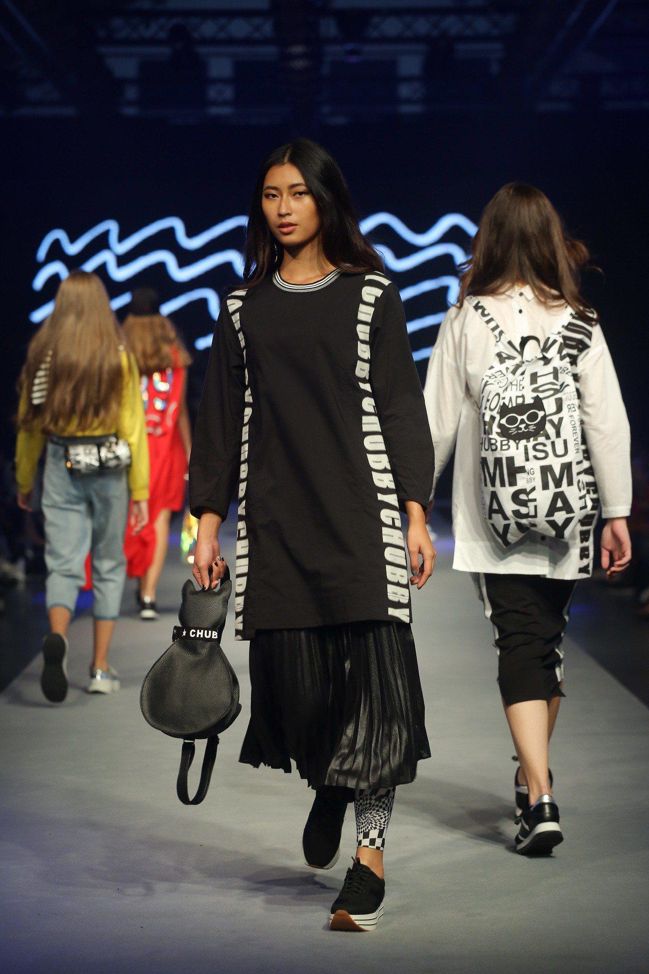 開展首日設計師徐明美以「時尚貓Chubby」為主題發表新品。圖/台北魅力展提供