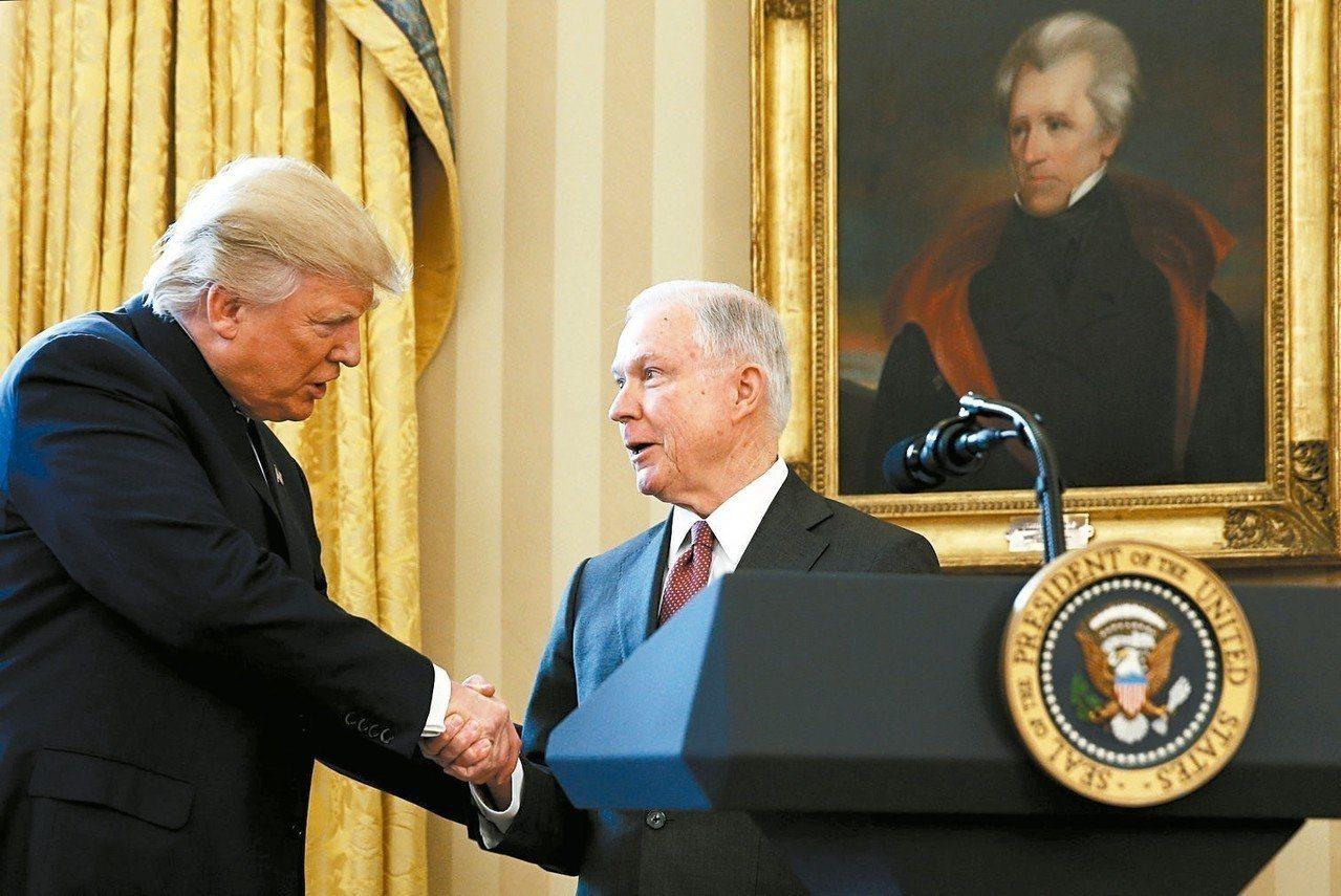 美國期中選舉隔天,總統川普(左)開始調整內閣人事,第一個「被辭職」的就是司法部長...