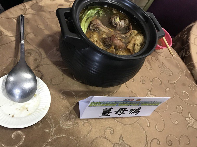 薑母鴨。記者簡浩正/攝影