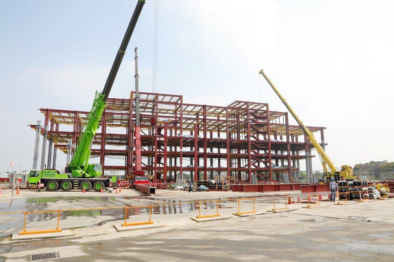 台南市立圖書館總館新建工程去年7月正式動工,目前工程進度為31.6%,比預定進度...
