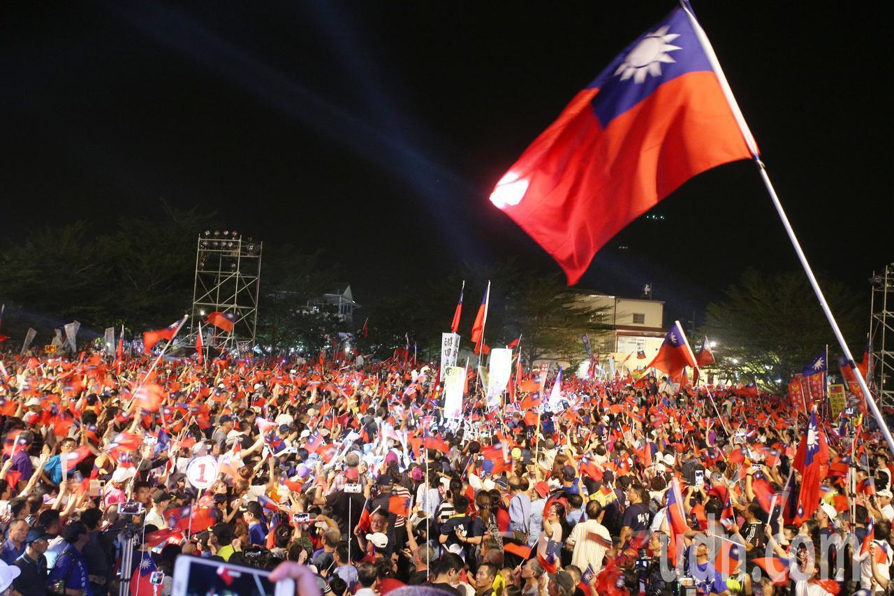 韓國瑜旗山造勢大會吸引上萬人參加。記者劉學聖/攝影