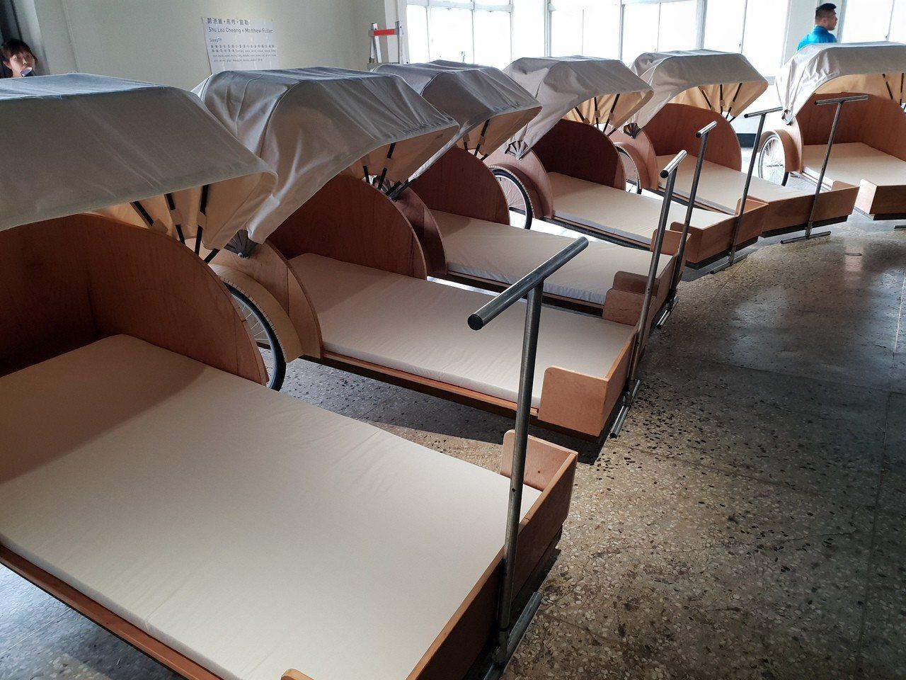 建築師葉熾仁合作,以台灣傳統三輪車為靈感,設計數台可供平躺休息的三輪車,供睡眠參...
