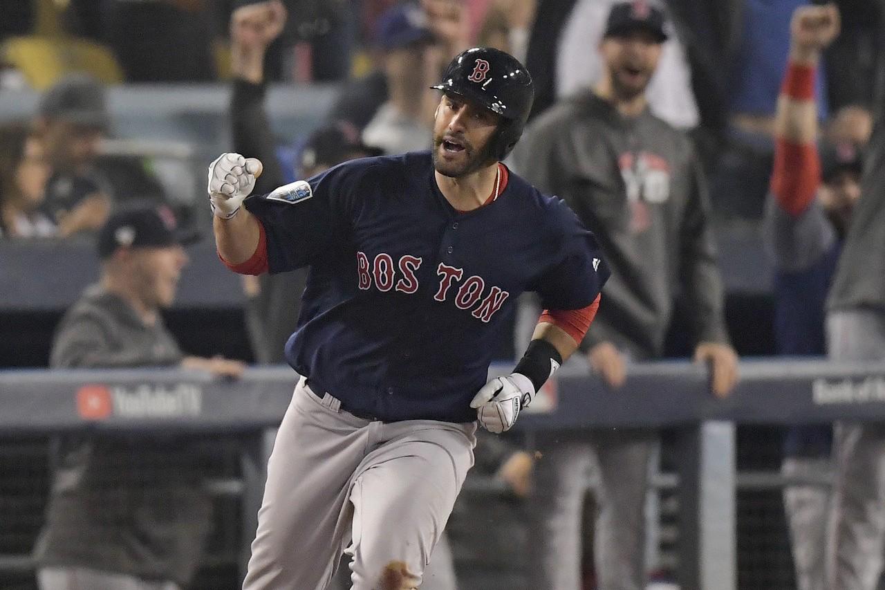 紅襪強打馬丁尼茲在外野和指定打擊都拿下銀棒獎,是史上第一次。 美聯社