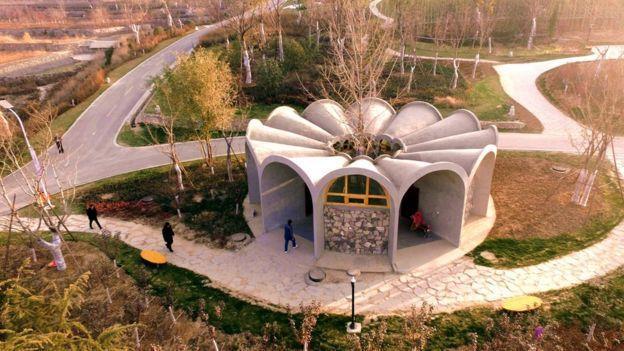 自2015年習近平發起「廁所革命」以來,中國各地出現許多有創意和設計的廁所。(新...