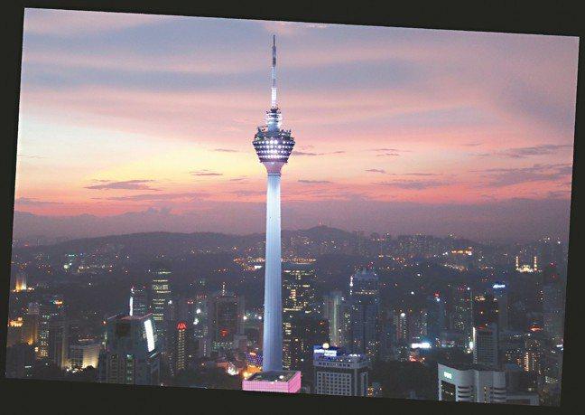 吉隆坡塔的夕陽餘暉,是吉隆坡悅榕庄的專屬豪景。 圖/陳志光