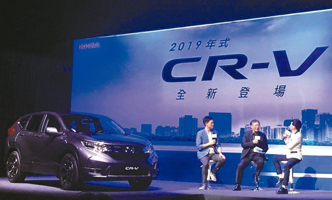 Honda Taiwan營業本部長陳俊亮以脫口秀方式,逐一點出CR-V笑傲市場的...