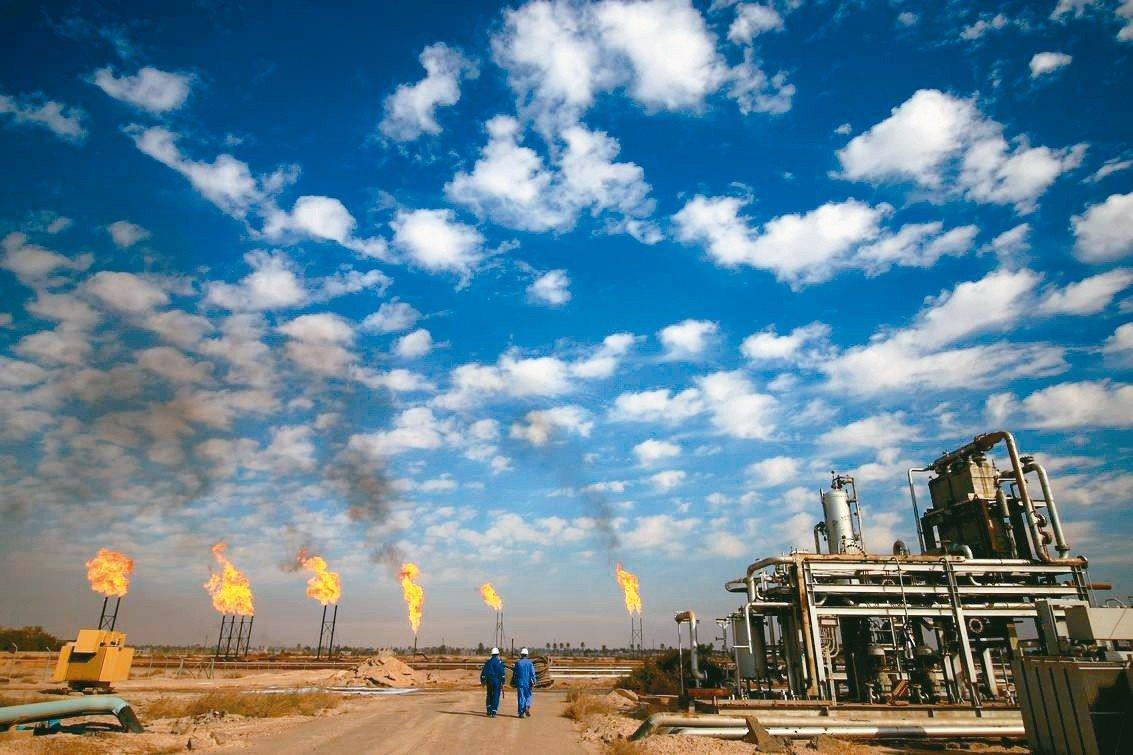 油價從高點大幅回跌,有五個關鍵因素。 法新社