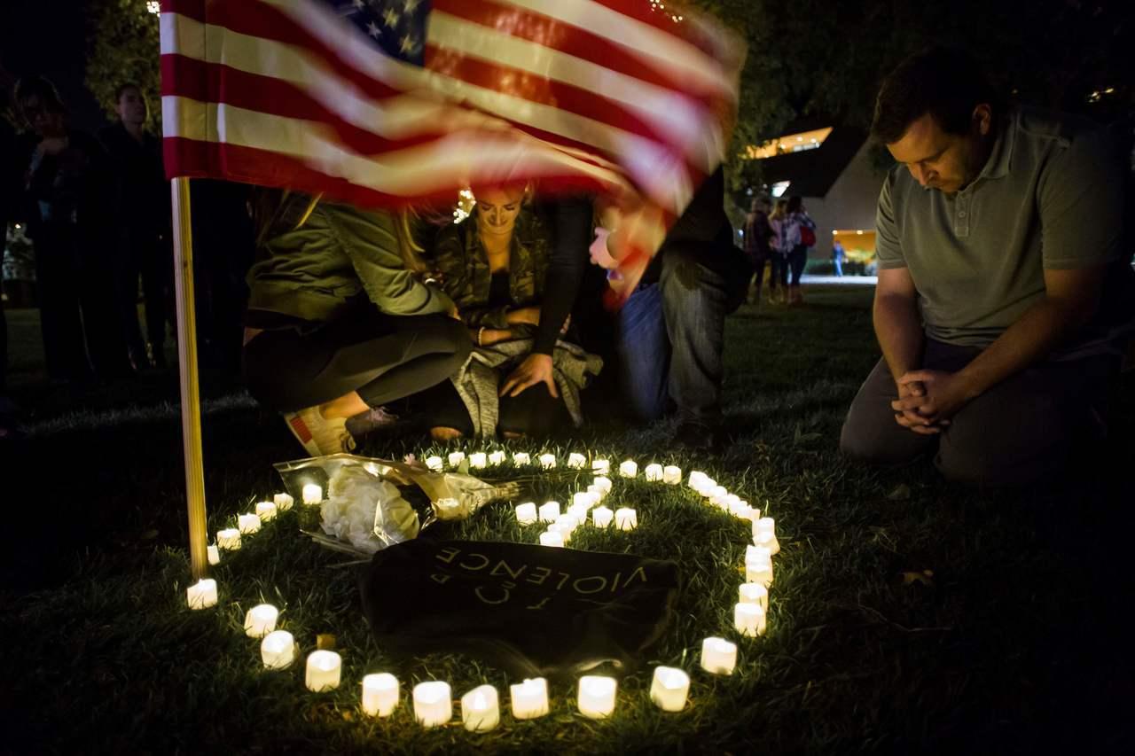 美國加州范杜拉縣千橡市社區的一間酒吧7日晚驚爆槍擊案,造成包括兇嫌在內的13人死...