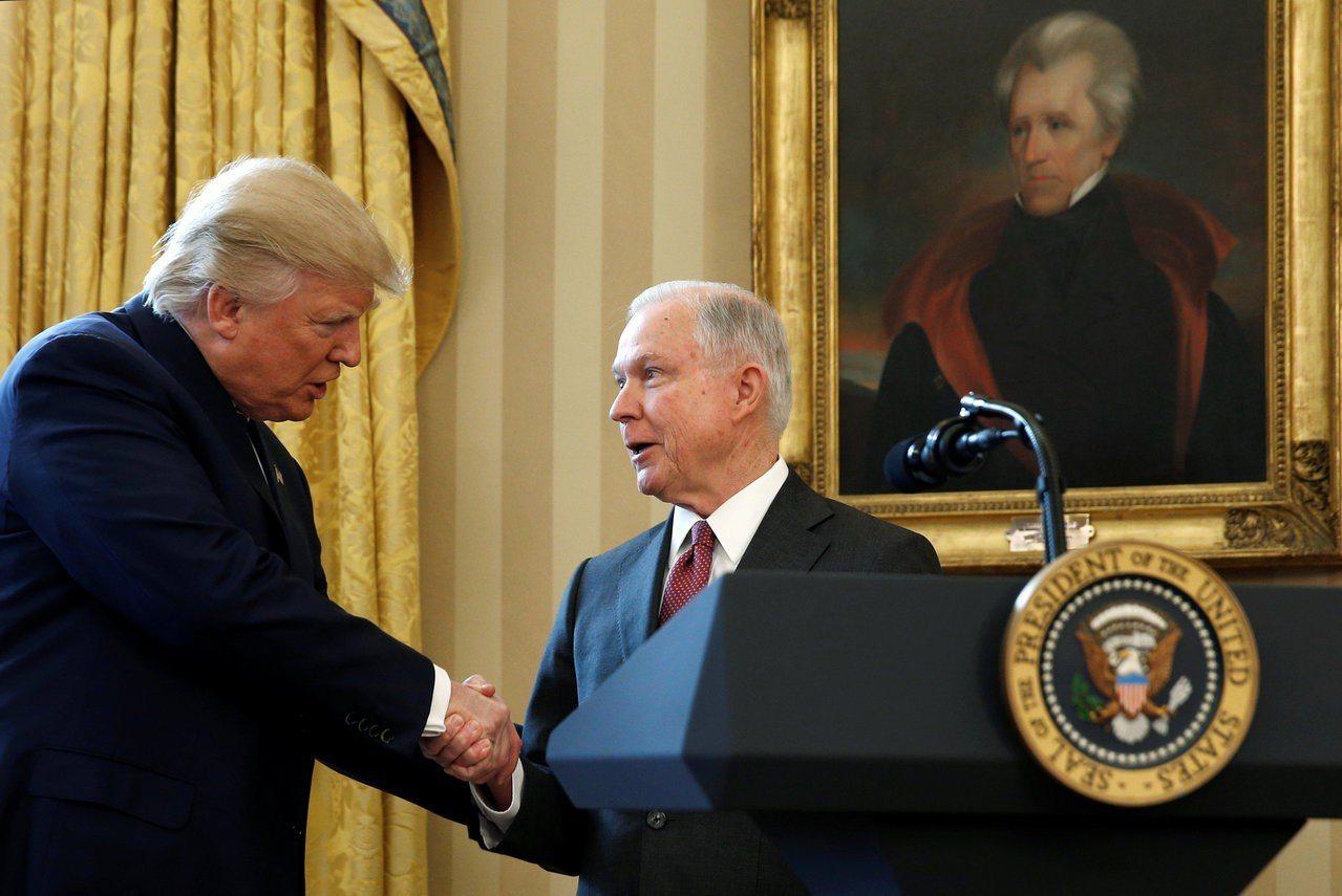 美國前司法部長塞辛斯7日被迫辭職。 路透