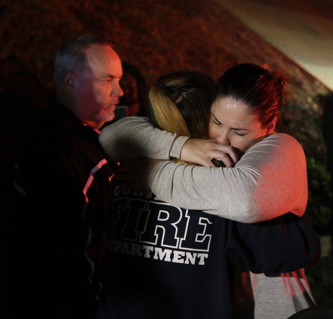 千橡鎮音樂酒吧槍擊案,亞裔倖存者憶驚魂之夜。 歐新社