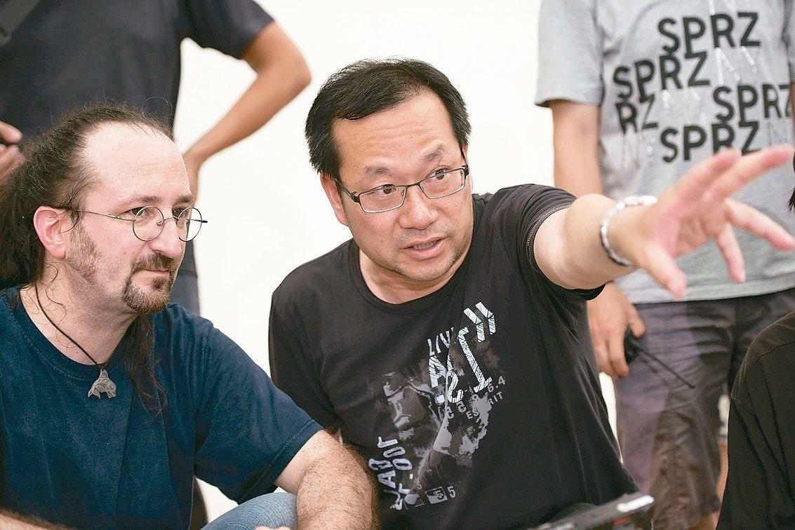 《親愛的卵男日記》部分場景赴英拍攝,由導演謝光誠(右)與英團隊合作。 答人文創/...