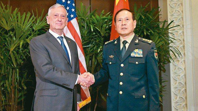 華府舉行9日第二輪美中外交安全對話,美國國防部長馬提斯(左)和中國國防部長魏鳳和...