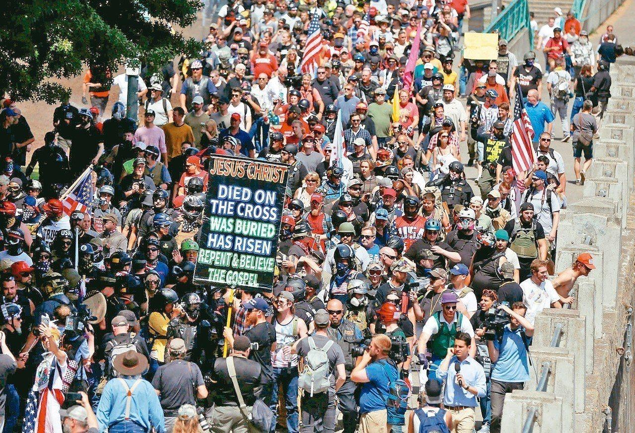 波特蘭市長擔心街頭抗議引發暴力事件,提議由市長管控示威活動的地點和時間,但反對者...