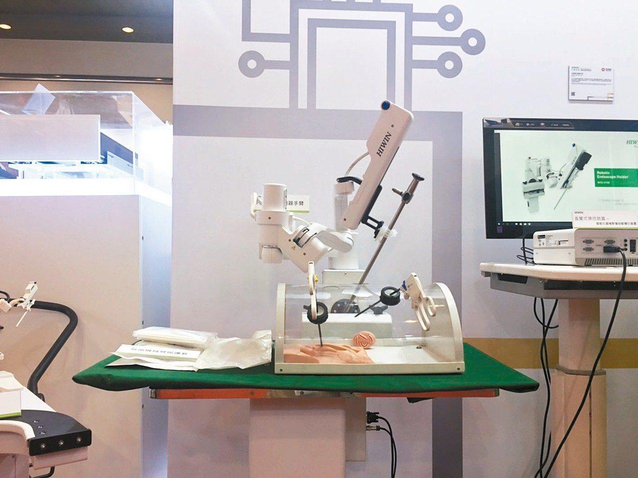 《金質獎》上銀科技內視鏡扶持機器手臂。 記者仝澤蓉/攝影