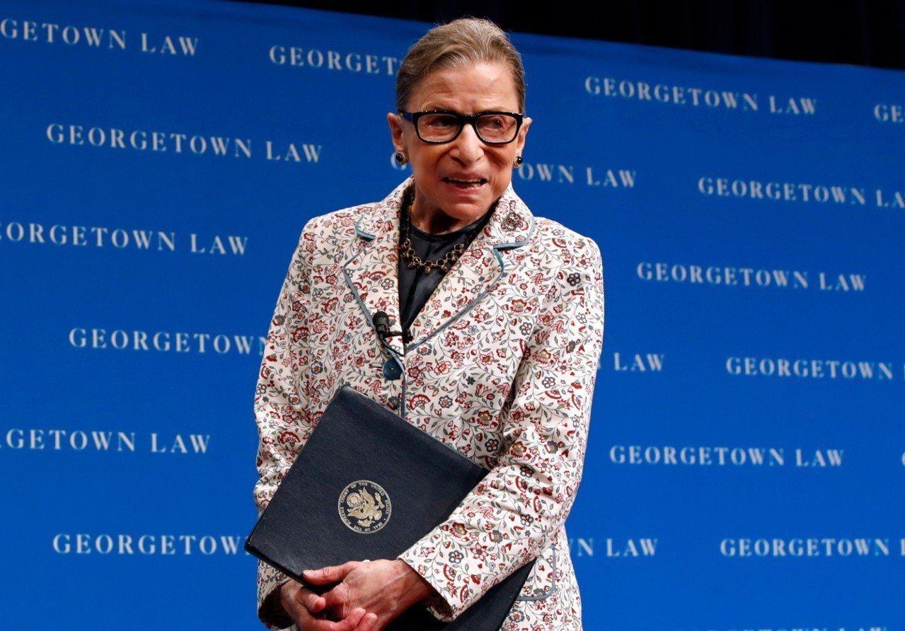 美國聯邦最高法院大法官金斯堡(Ruth Bader Ginsburg )因跌倒住...