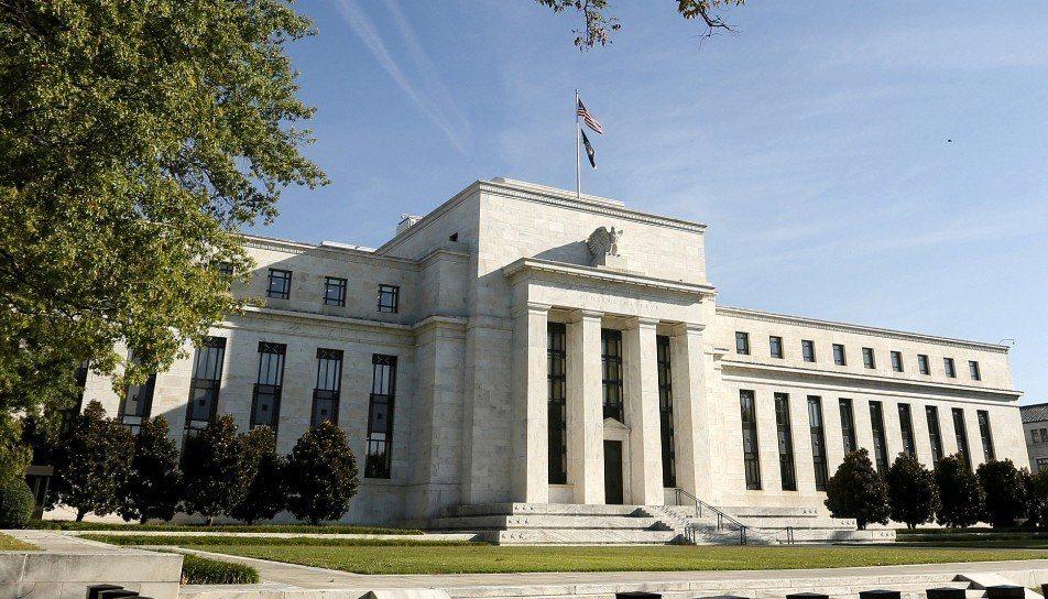 美國聯邦準備理事8日決定維持基準放款利率不變。 路透社資料照片