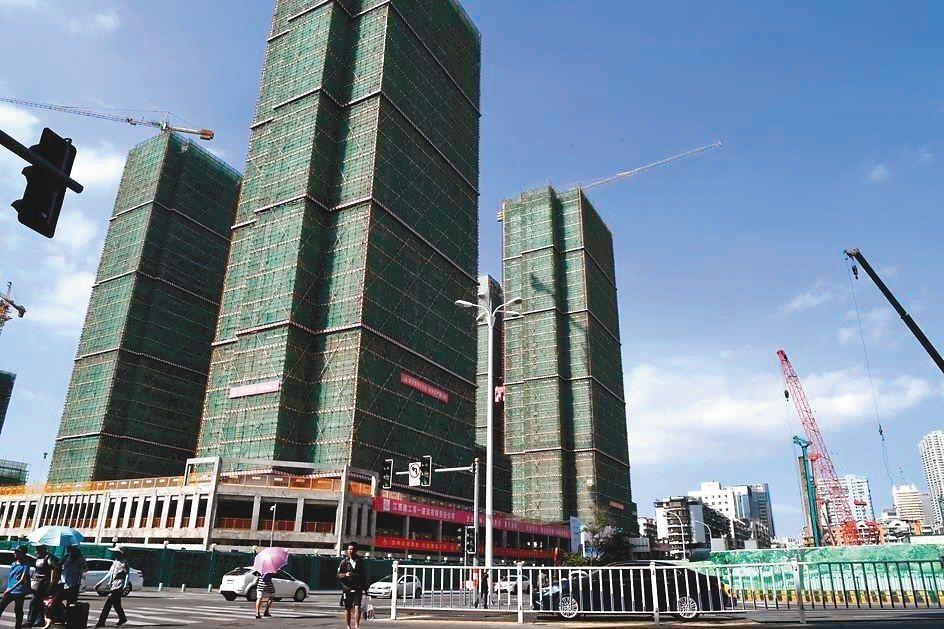 學者李志強表示,大陸房地產泡沫一旦破裂,中國恐將面臨如同2007年美國次級房貸的...