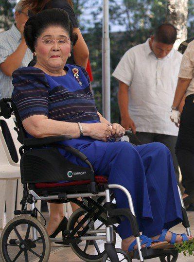 菲律賓前第一夫人伊美黛(Imelda Marcos)被控7件貪污罪成立。 美聯社