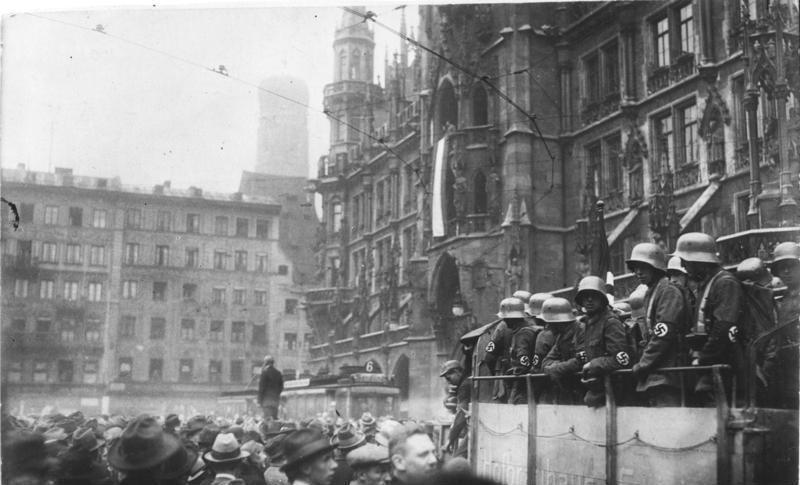 啤酒館政變雖然宣告失敗,但希特勒的黨內聲望卻因此更加高漲。 圖/維基共享