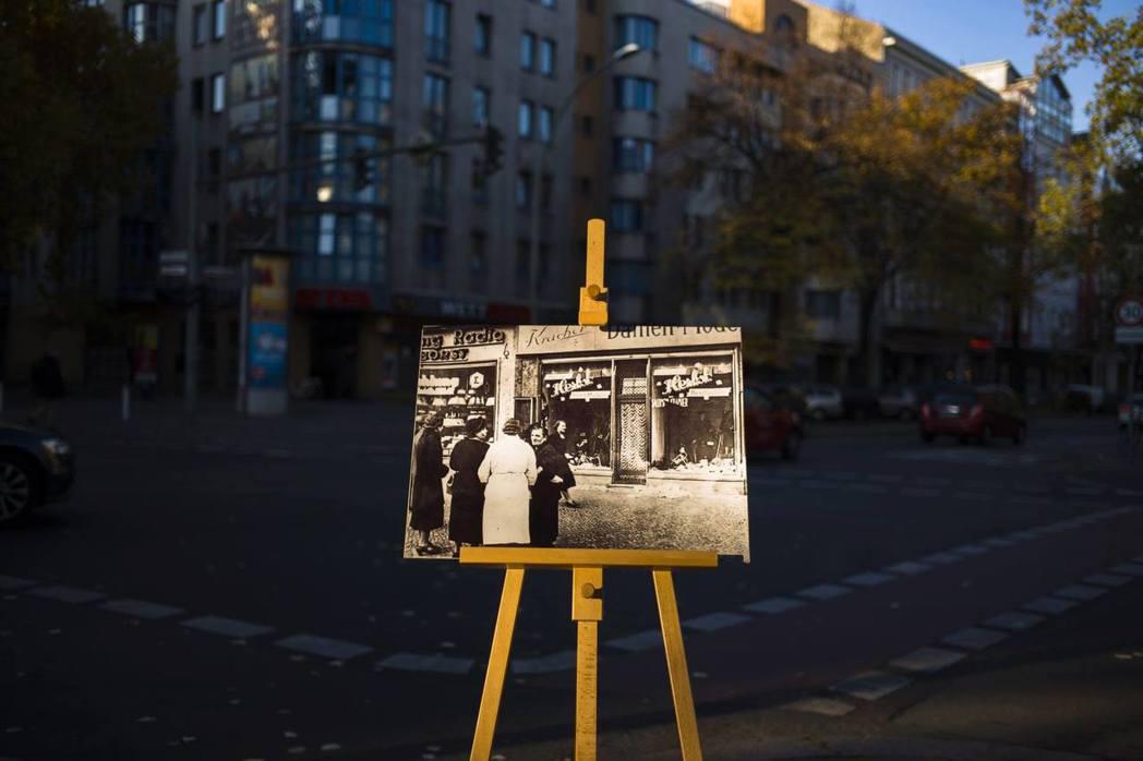 「11月9日」的魔咒?圖為1938年「水晶之夜」被砸毀的猶太商店,其照片在當年原...