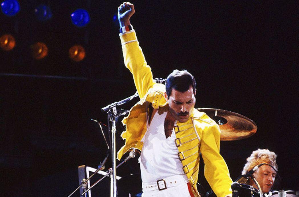佛萊迪.墨裘瑞(Freddie Mercury)生於1946年,皇后合唱團的主唱...