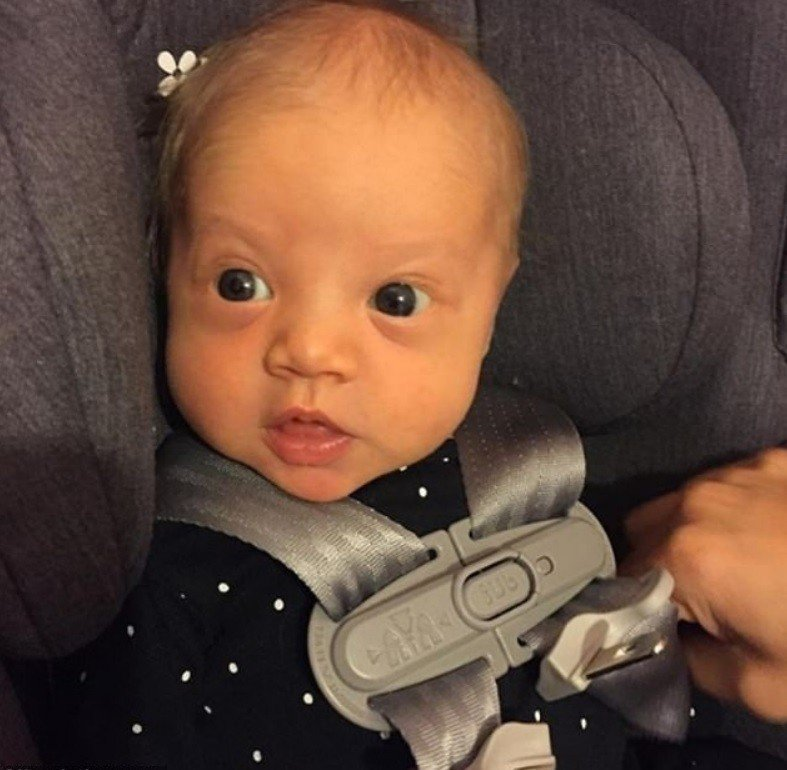 出生才1個月的萊拉被指和謠傳的生父長得超像。圖/摘自Instagram