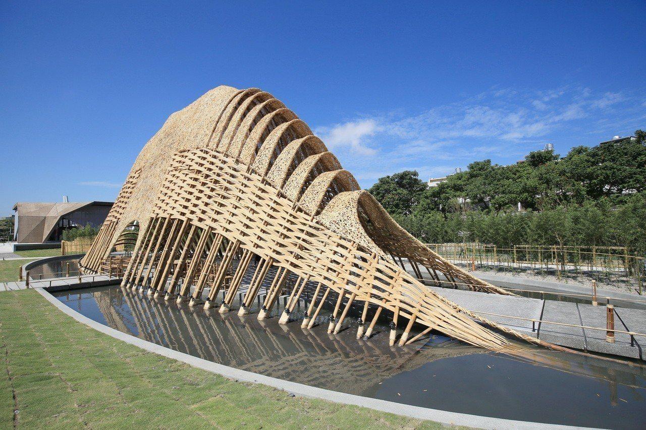 高10公尺的豐原葫蘆墩公園「竹跡館」,是全台最大竹建築。圖/台中市政府提供