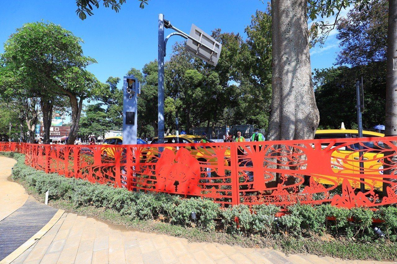 后里馬場園區「花舞館」戶外打造全台最長240公尺、薄度僅0.2公分的紅色鐵雕剪紙...