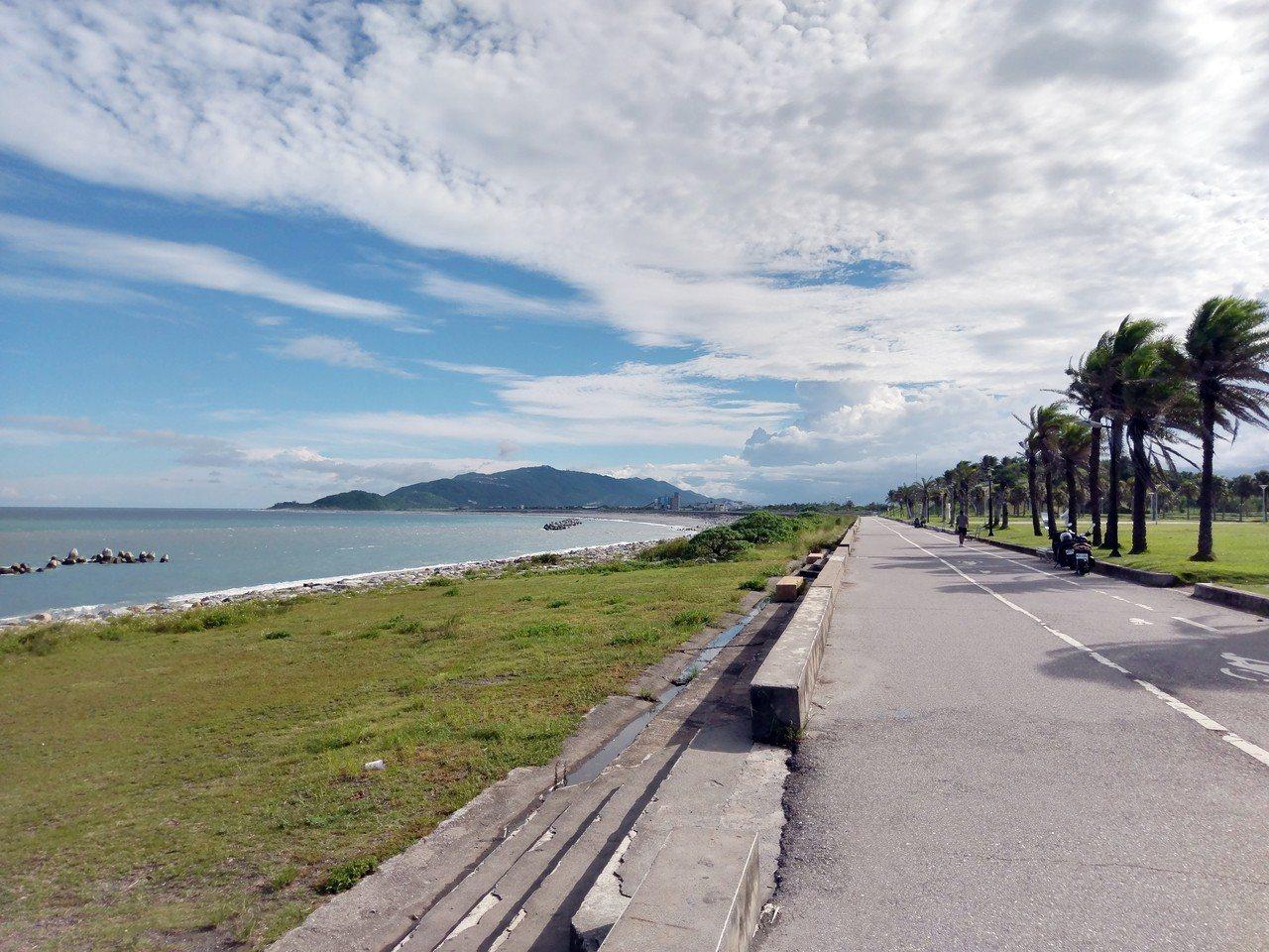 悠遊太平洋公園腳踏車道欣賞絕美海景。攝影/許玉娟