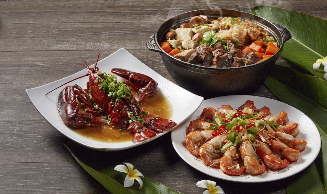 大鼎餐飲集團旗下的易鼎活蝦雖主要賣的是活蝦,但店內的招牌羊肉爐搭配麻油蝦享用,更...