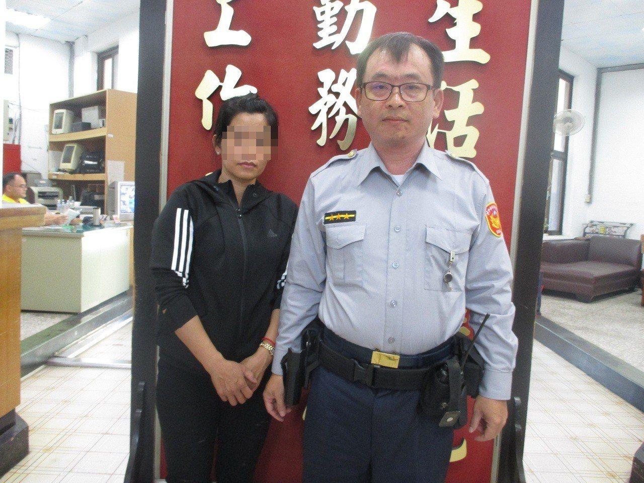 越南籍阮姓女子(左)嫁到台灣19年,因丈夫肝癌驟逝,湊不出喪葬費用,前天在台中市...