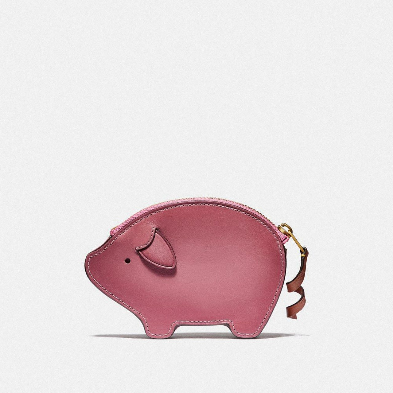 Holiday系列派對小豬造型零錢包,售價3,900元。圖/COACH提供