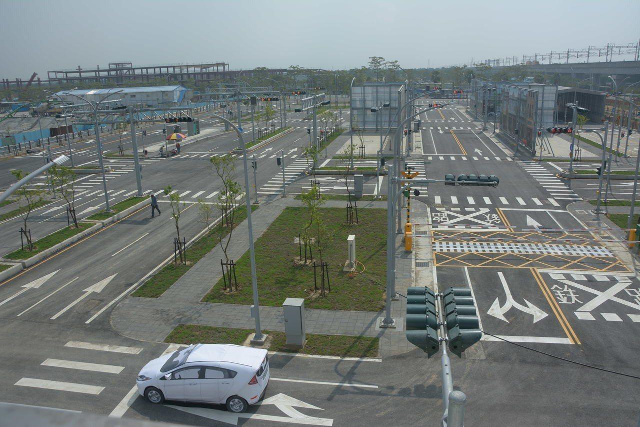 位在台南高鐵特定區的國內第一座封閉式自駕車測式場域,年底將完工,今天首度曝光。記...