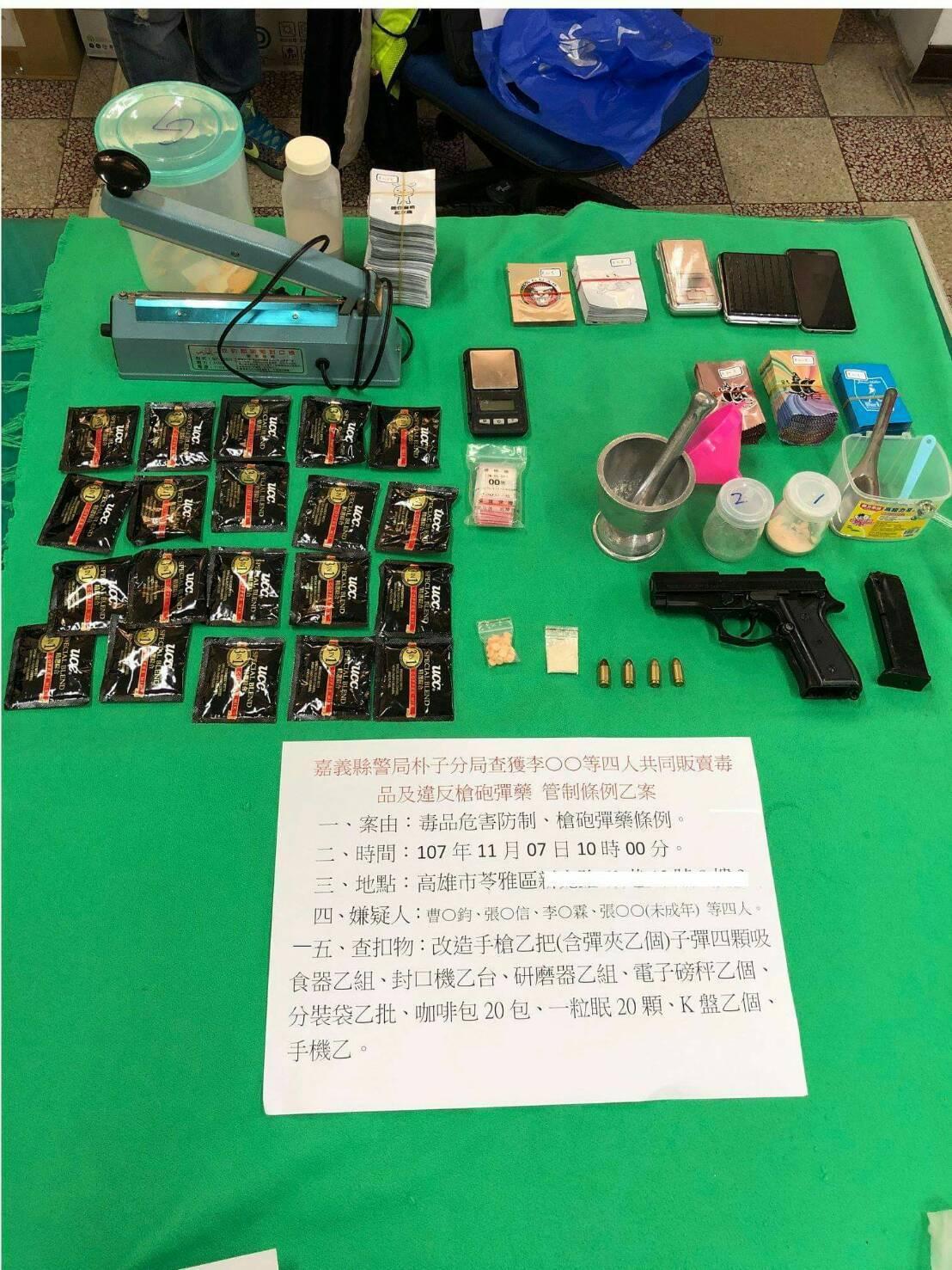 嘉義縣朴子警分局在高雄市破獲毒品分裝工廠,起獲改造槍彈及毒品。圖/警方提供