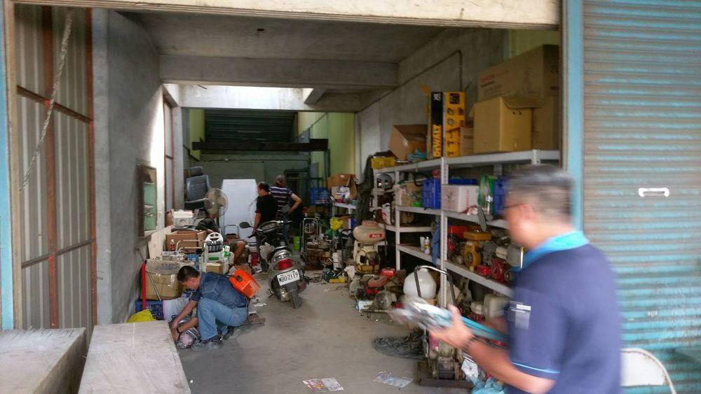 林男將竊得工具載到六腳鄉的倉庫藏匿。。記者謝恩得/翻攝