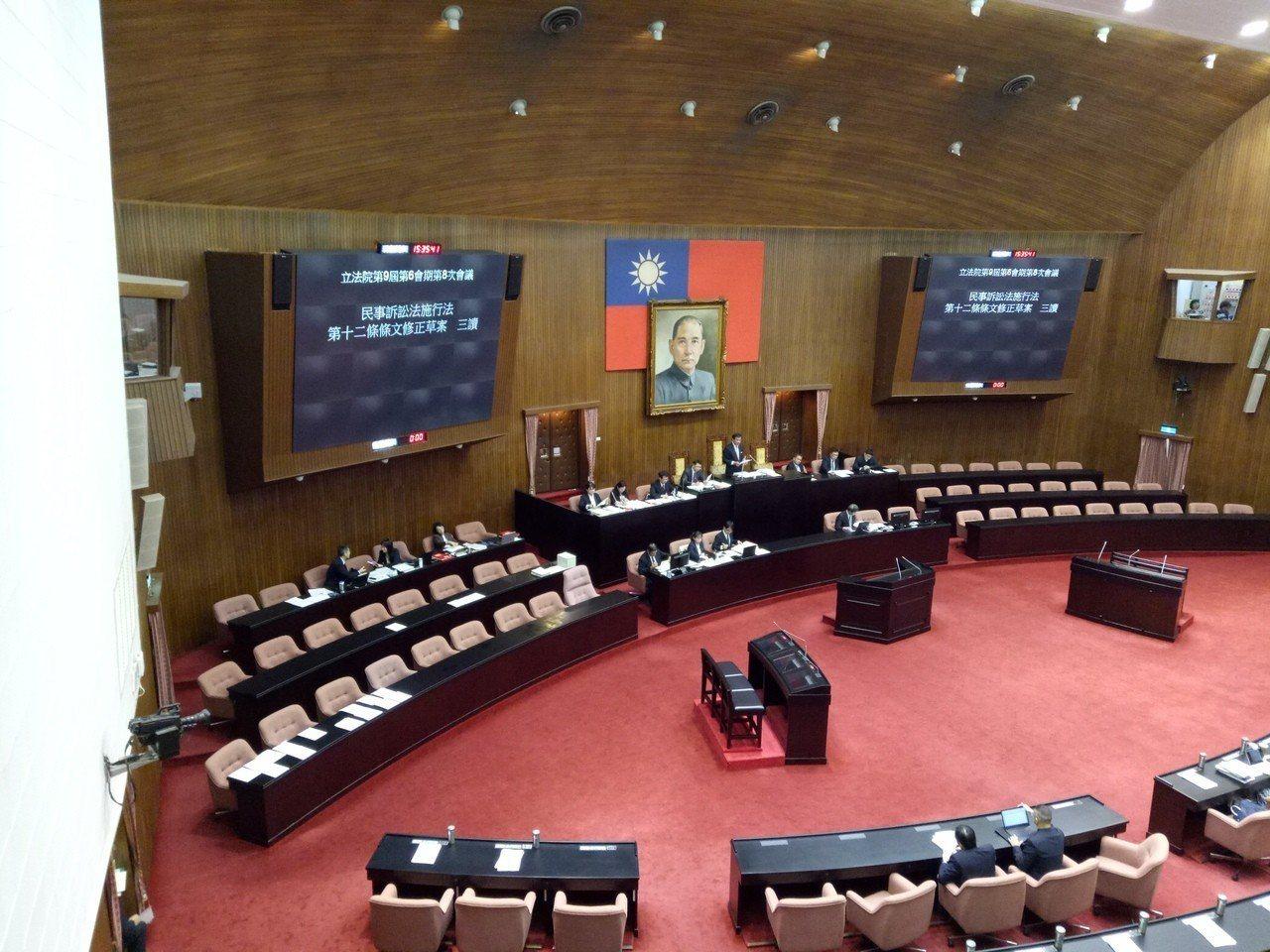 立法院9日下午進行院會,三讀通過「學位授予法」修正案等多項法案。記者林河名/攝影
