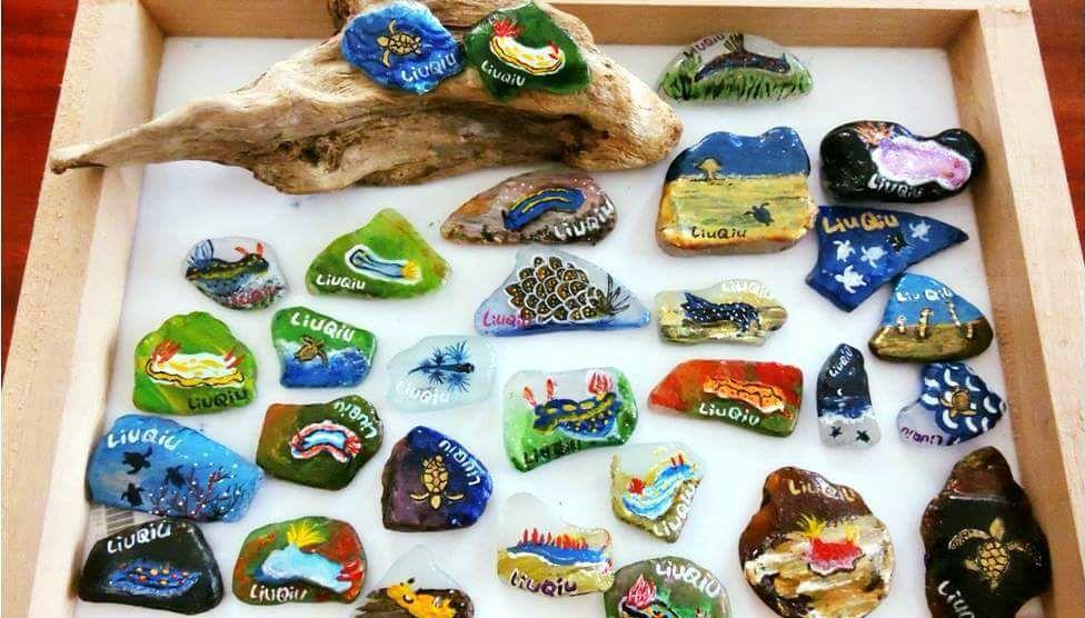「小琉球淨灘x海灘貨幣」活動在18日加碼辦淨灘,將由在地藝術家繪製迎王限定版海灘...