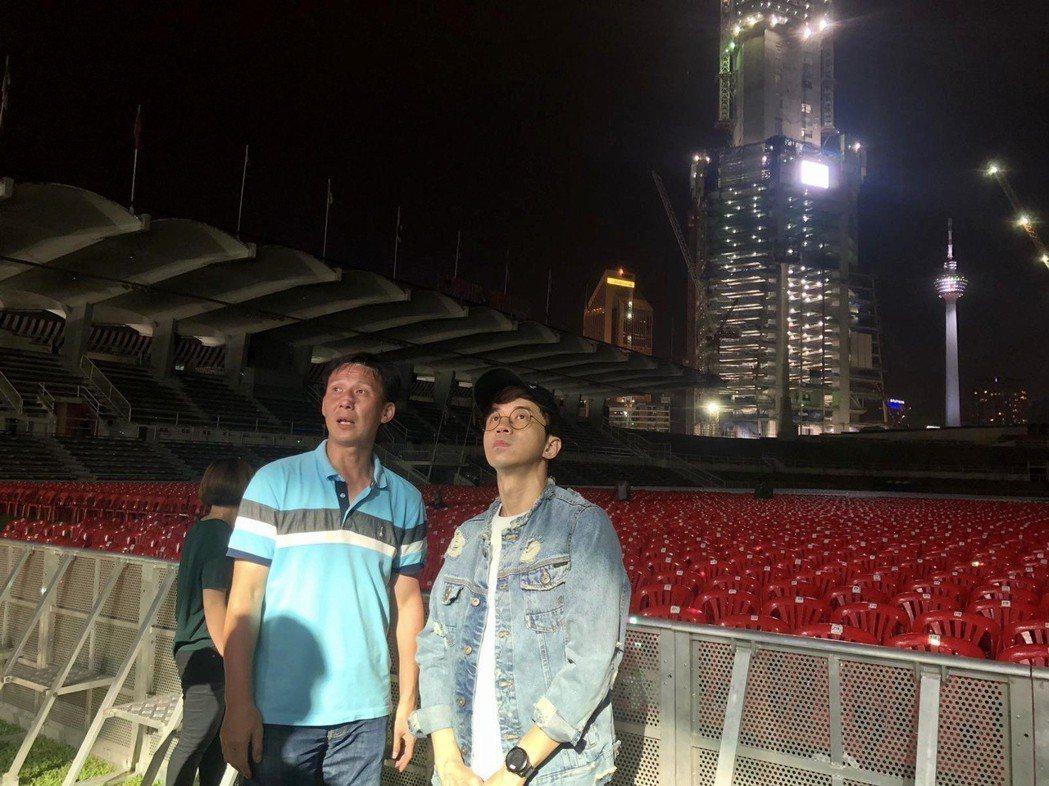 光良8日一抵達馬來西亞就趕往演唱會現場查看場地。圖/星娛娛樂提供