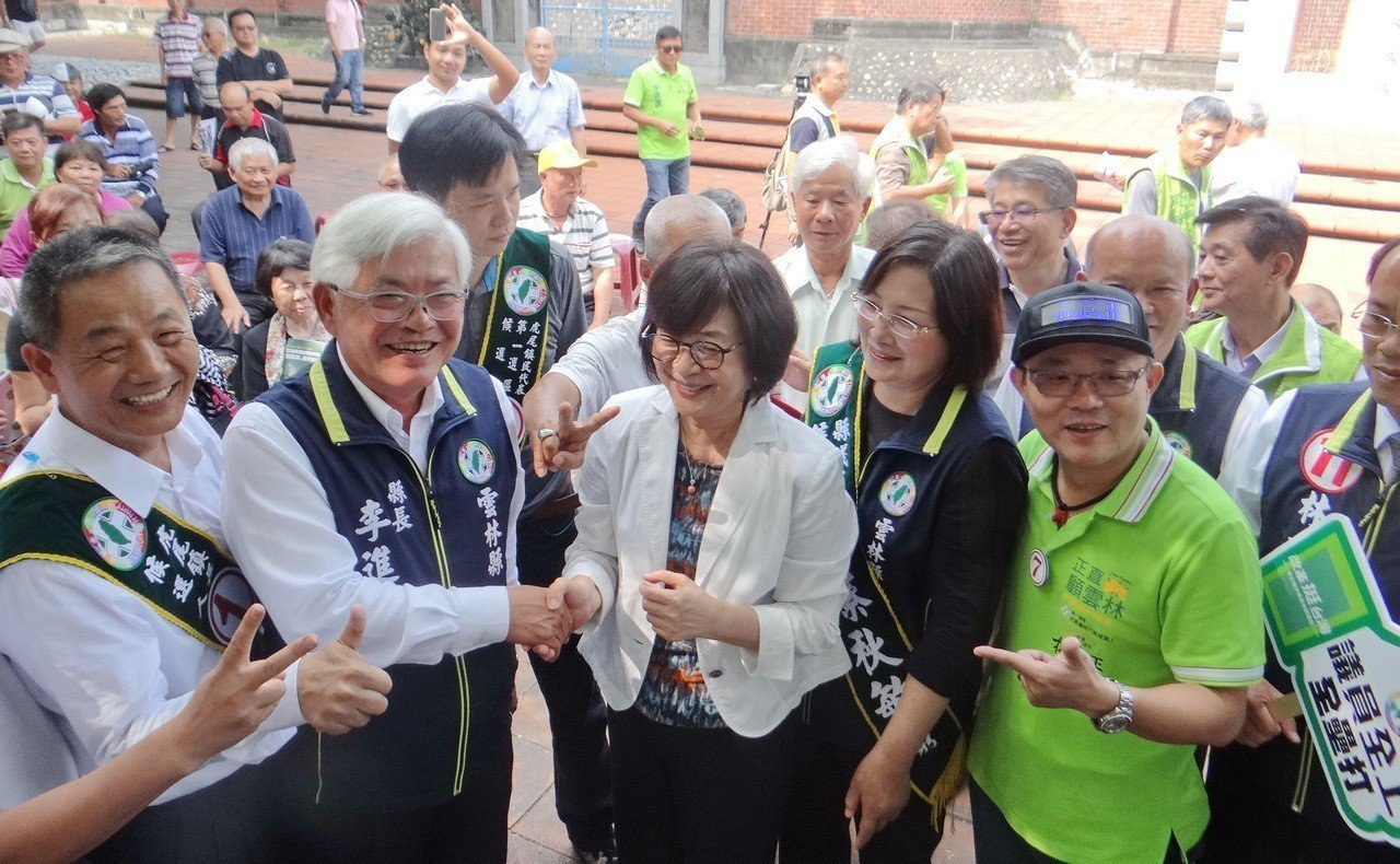 蘇治芬和李進勇今天度同框並握手言歡,一笑泯恩仇,營造團結氣氛。記者蔡維斌/攝影
