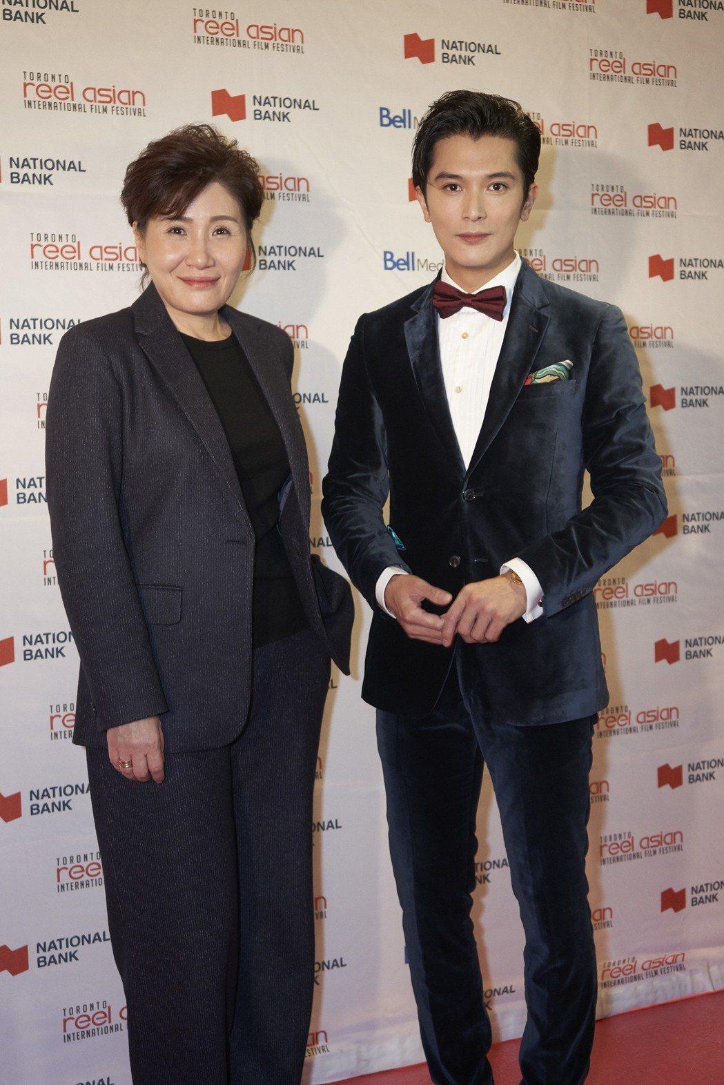 邱澤(右)、導演徐譽庭(左)帶著以「誰先愛上他」橫掃多倫多亞洲電影節。圖/親愛的