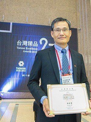 智晶光電內嵌式OLED面板 獲2019台灣精品獎。 圖/業者提供
