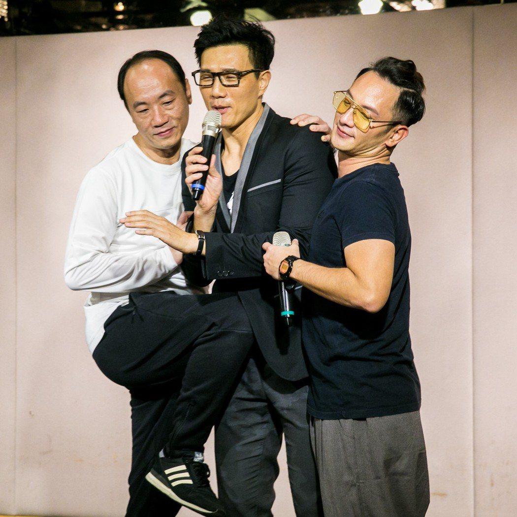 高山峰(右起)、蔣偉文、王自強在戲中飾演資深律師。圖/群之噰、有意思國際傳媒提供
